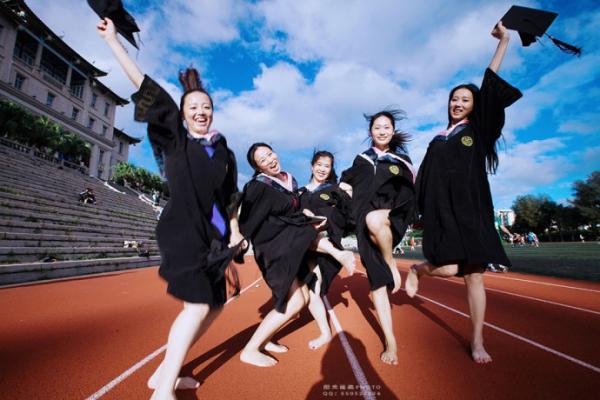 大学美女毕业照